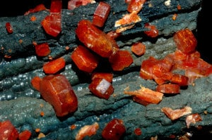 Vanadinite,_goethite(2)